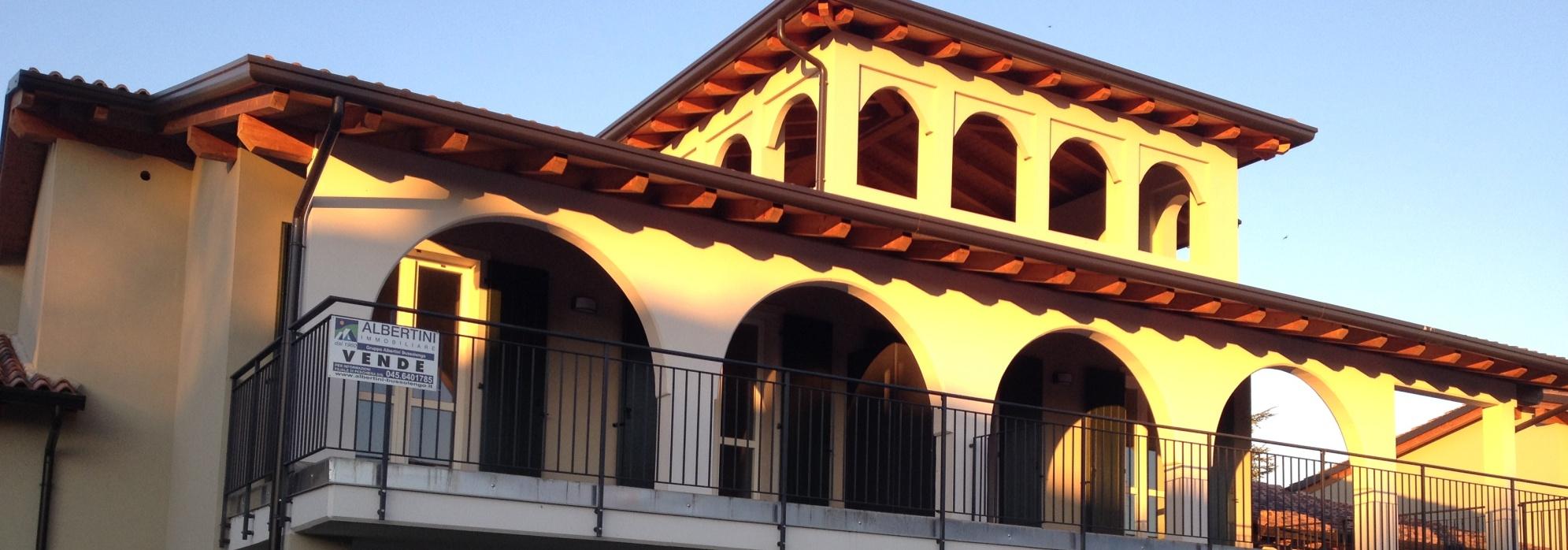 Peschiera d/G – Villa schiera con torretta
