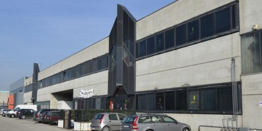 Vendesi capannoni ed uffici a Caselle di Sommacampagna