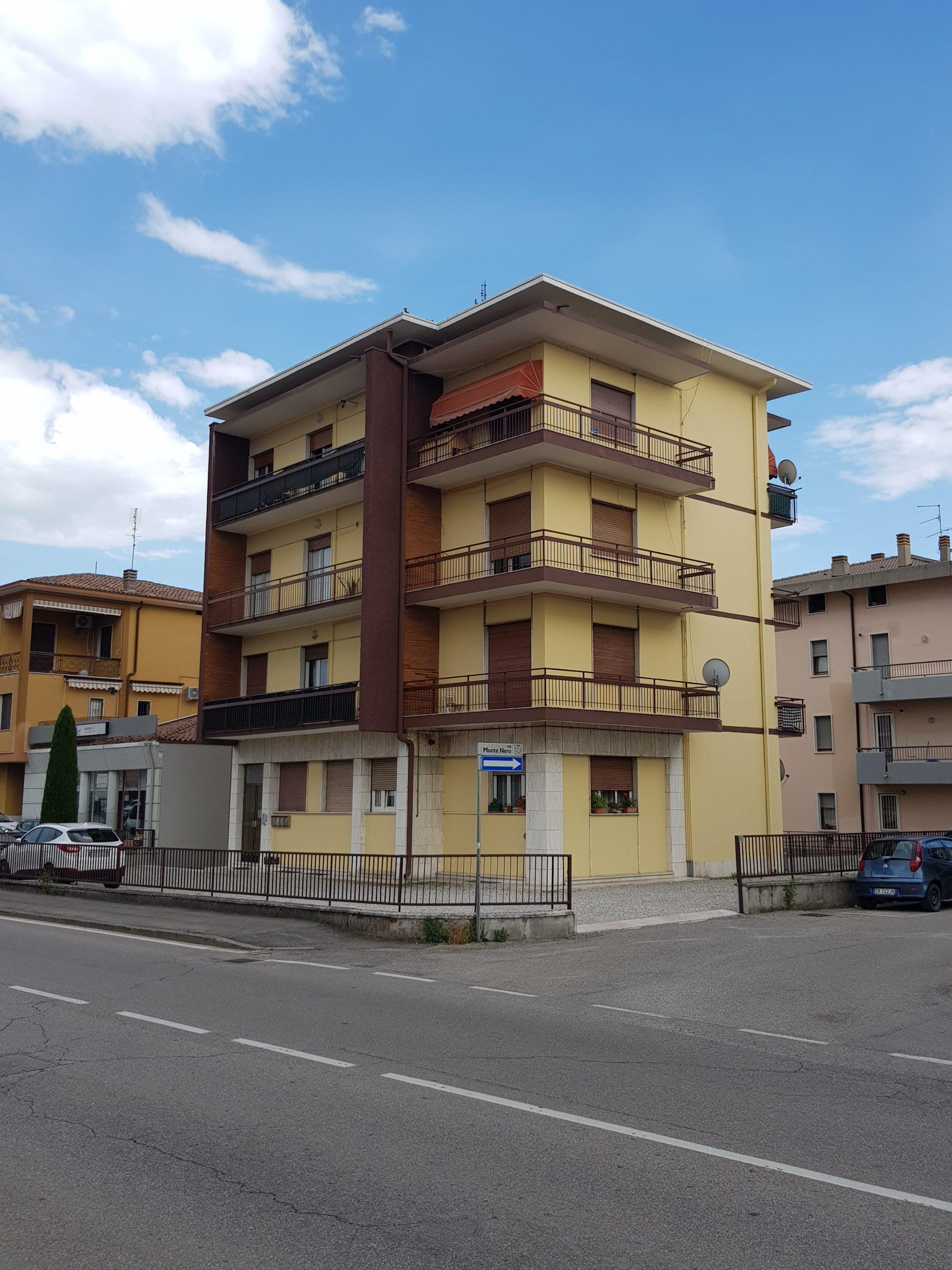 BUSSOLENGO – vendita intero stabile fronte Via Gardesana